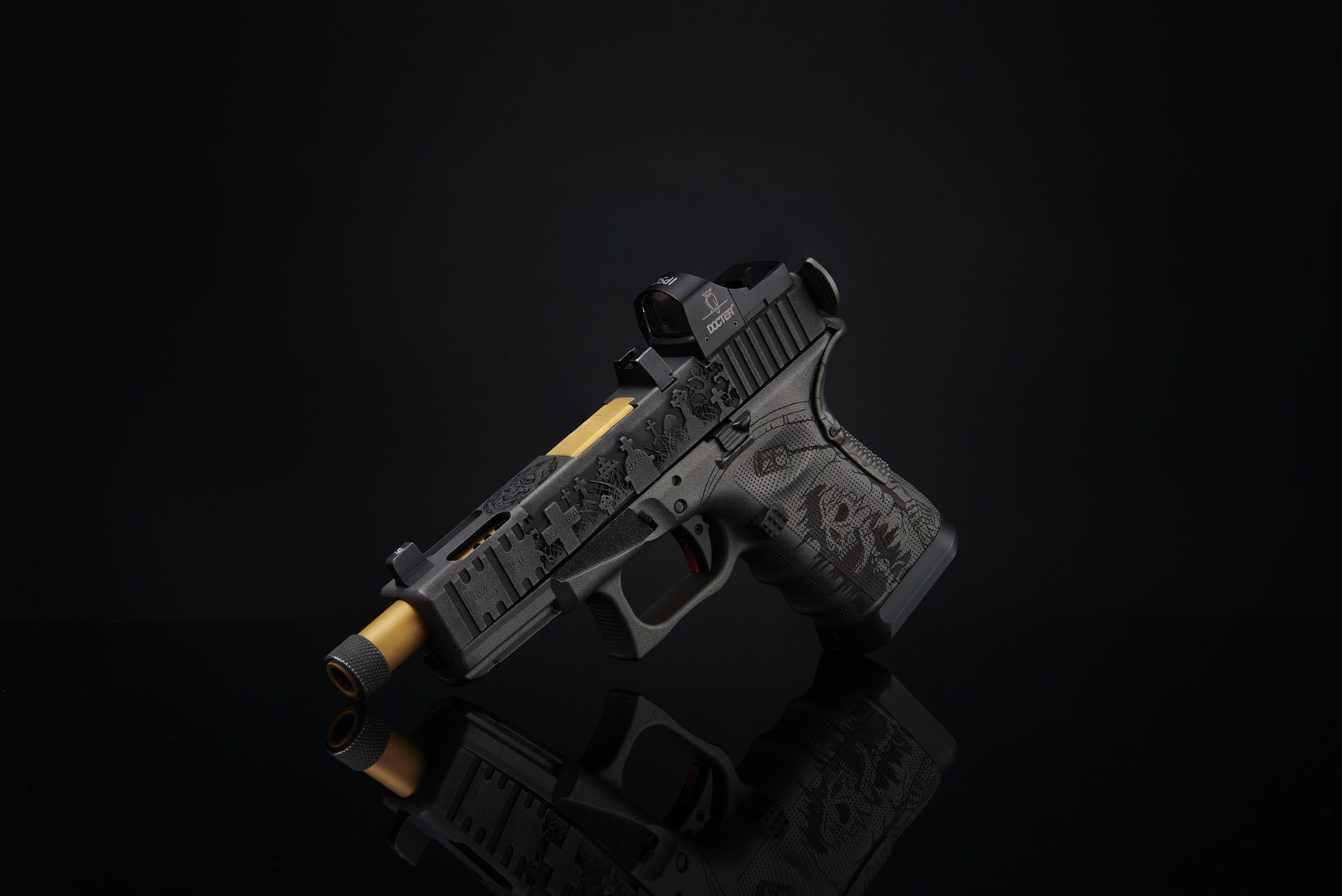 unikate waffe pistole mit oberflächenveredelung gravuren gravierter schlitten pistole polymer glock lasern verex tactical